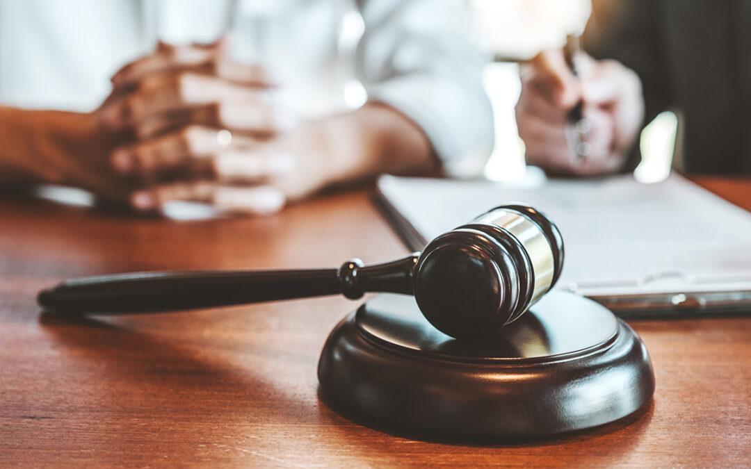 El Tribunal Supremo habilita al progenitor conviviente a presentar la denuncia para instar el impago de pensión al hijo mayor de edad.