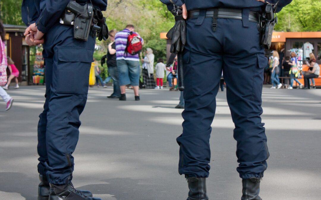 La Policía quebrantó la inviolabilidad del domicilio al entrar por la fuerza en viviendas que incumplían las restricciones del Covid.